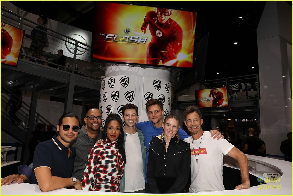 flash cast westallen talk sdcc signing pics 02