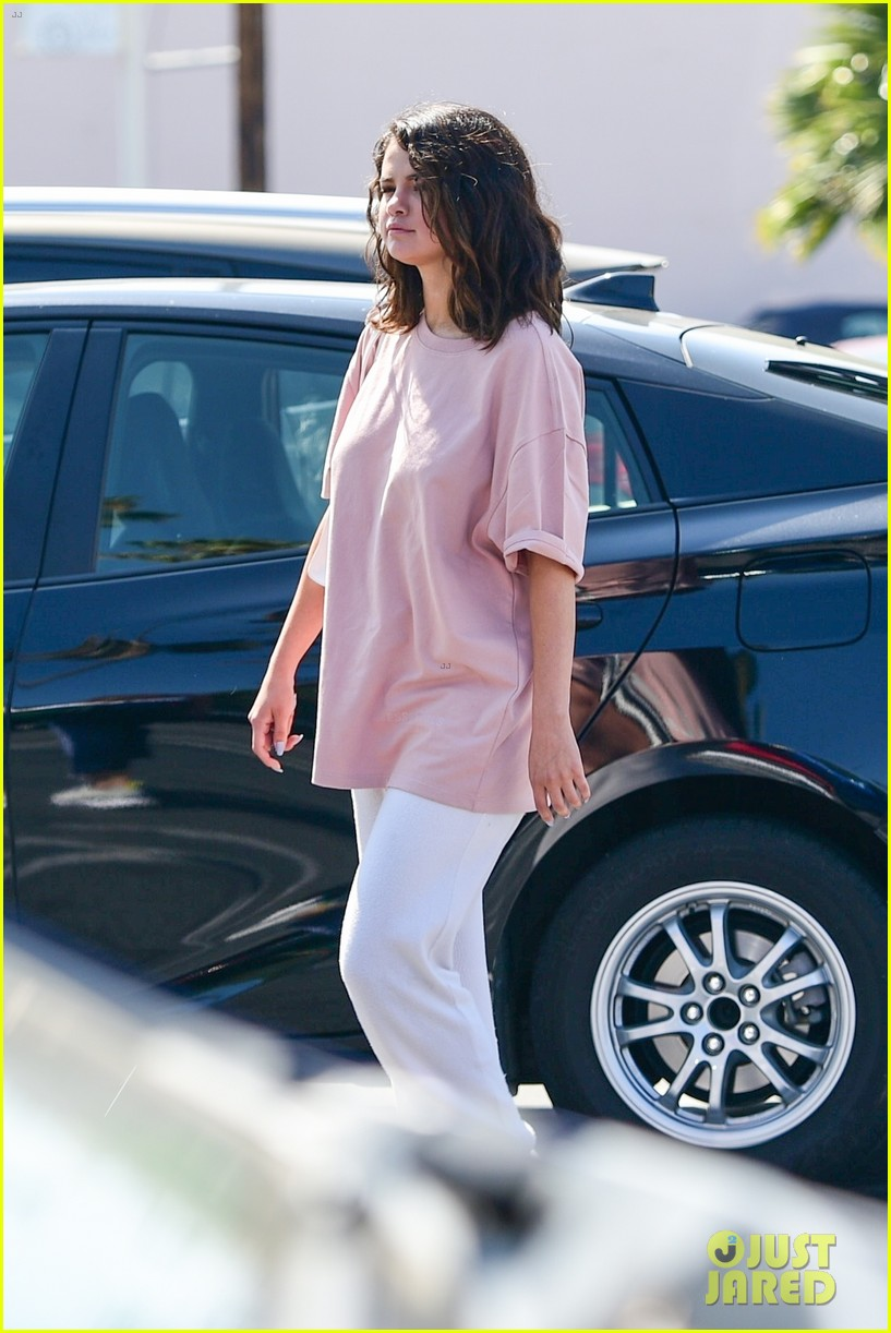 selena gomez casual clothes 01