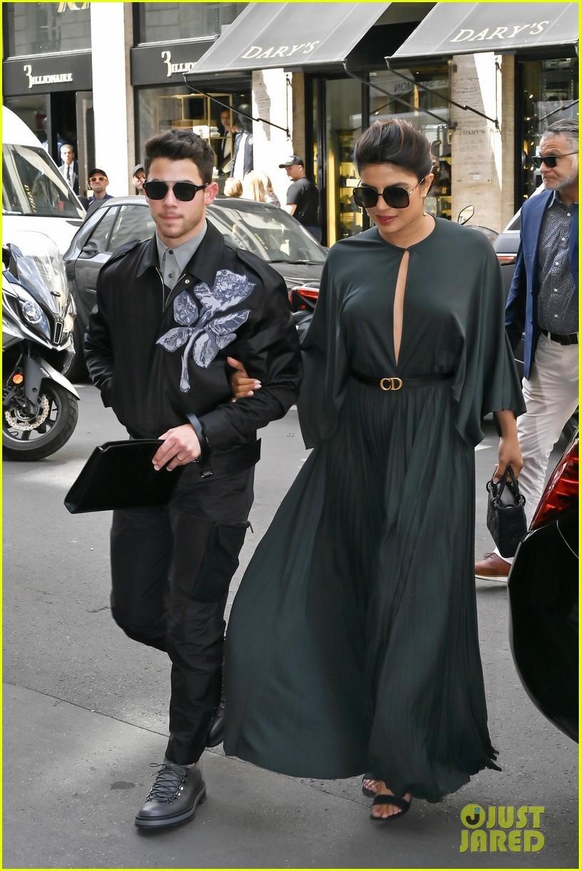 nick jonas priyanka chopra dior paris fashion show 02