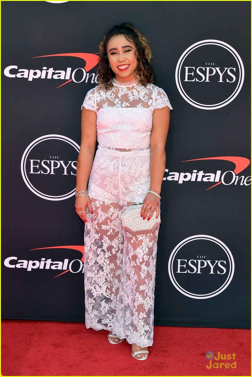 Gymnast Katelyn Ohashi Does Handstand On Espys 2019 Red