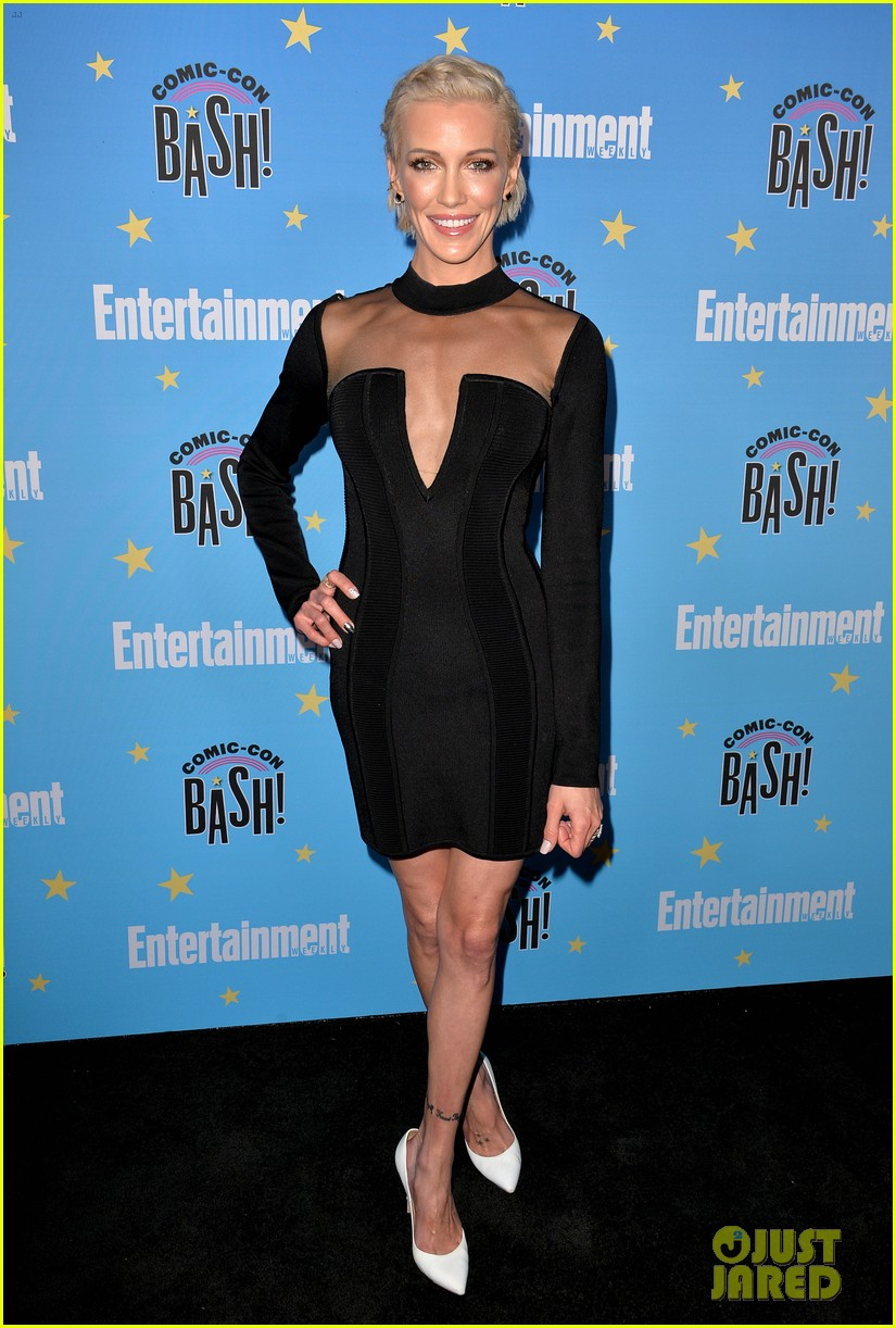 katie cassidy candice patton danielle panabaker shine at ew comic con party 04