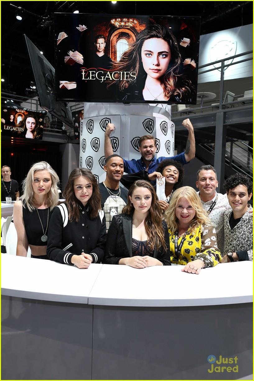 legacies cast signing pics sdcc 03
