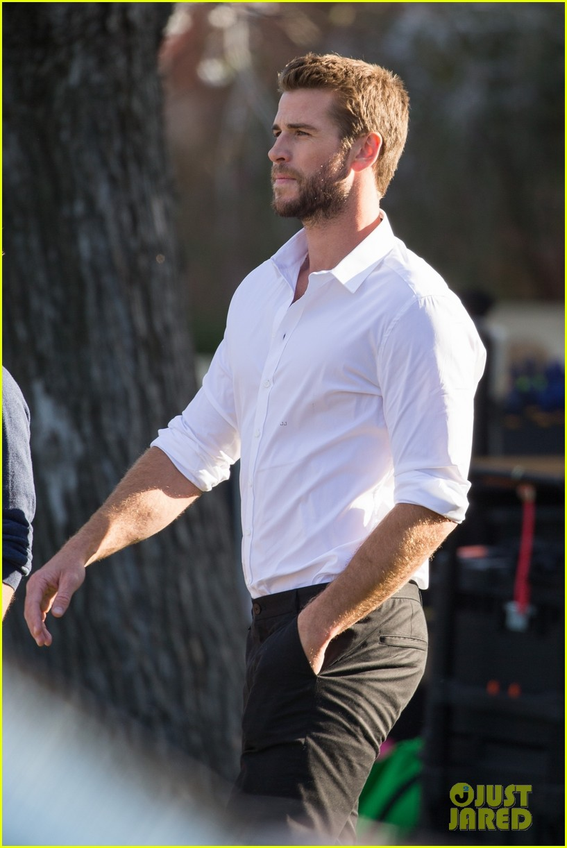 liam hemsworth films new commercial in australia 03