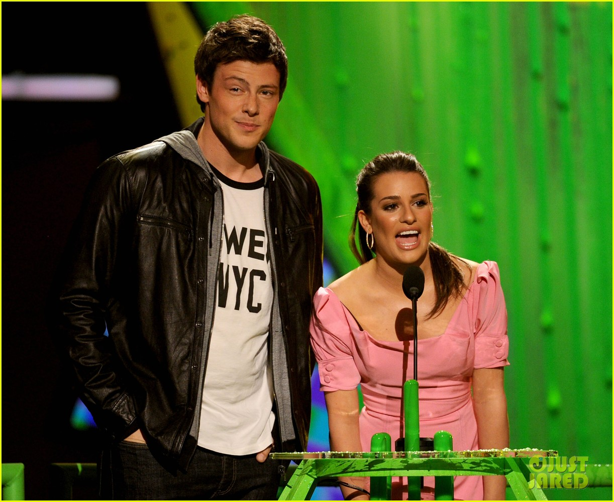 lea michele pays tribute to cory monteith 09