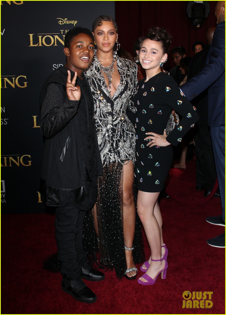 ravens home cast meet beyonce at lion king premiere 10