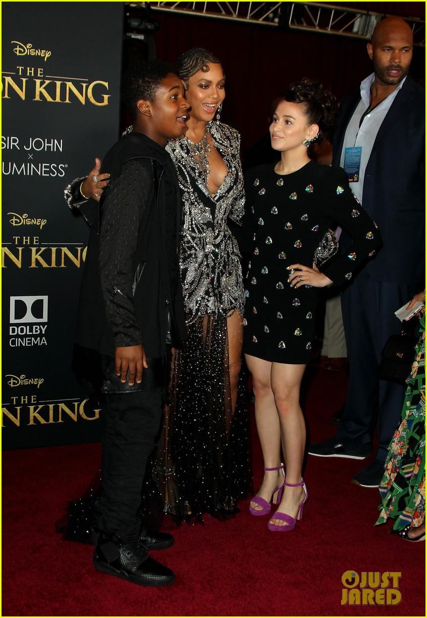 ravens home cast meet beyonce at lion king premiere 12