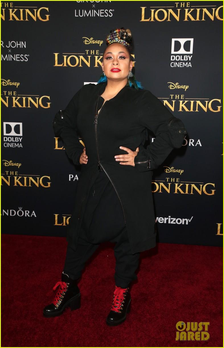 ravens home cast meet beyonce at lion king premiere 17
