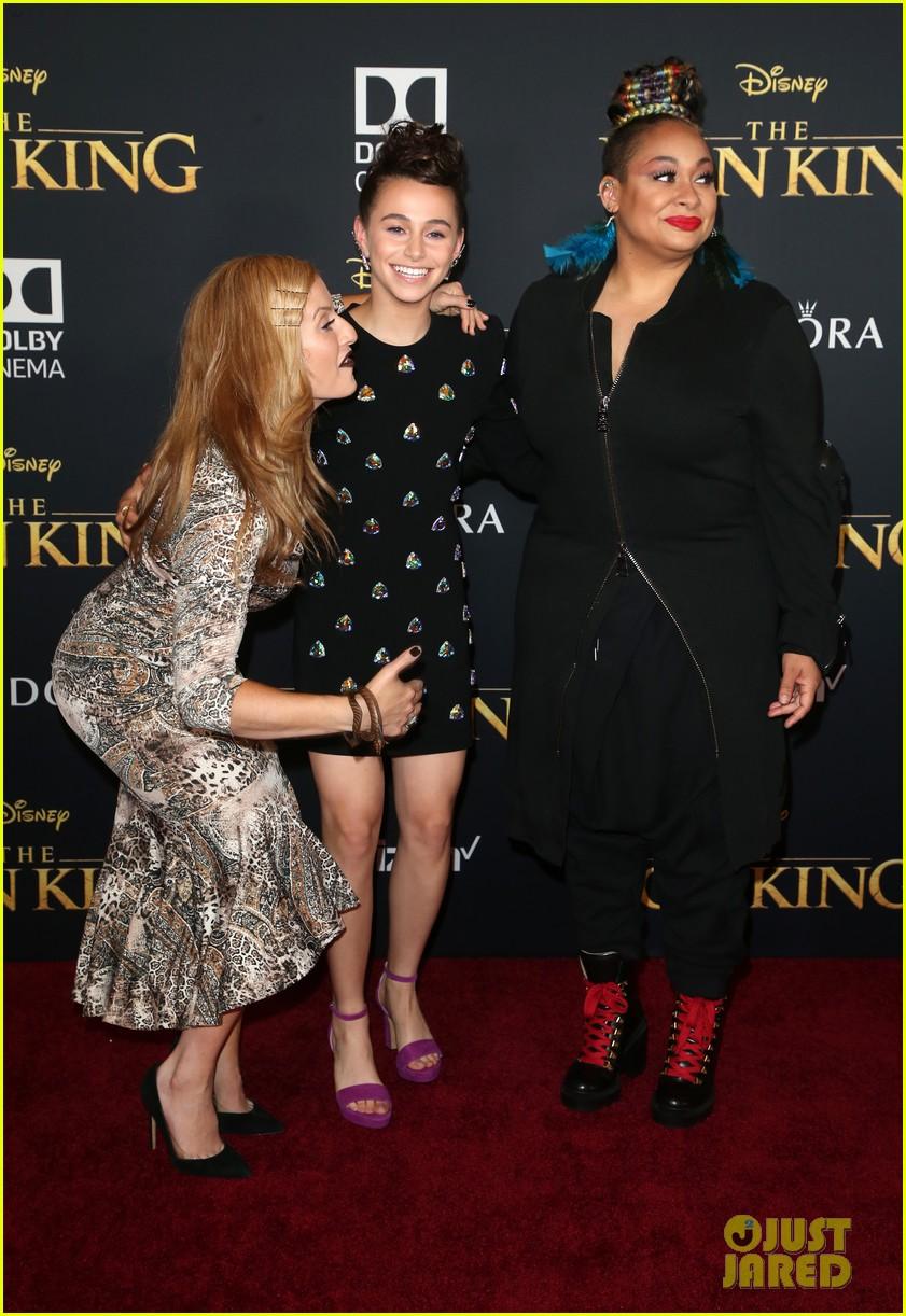 ravens home cast meet beyonce at lion king premiere 18