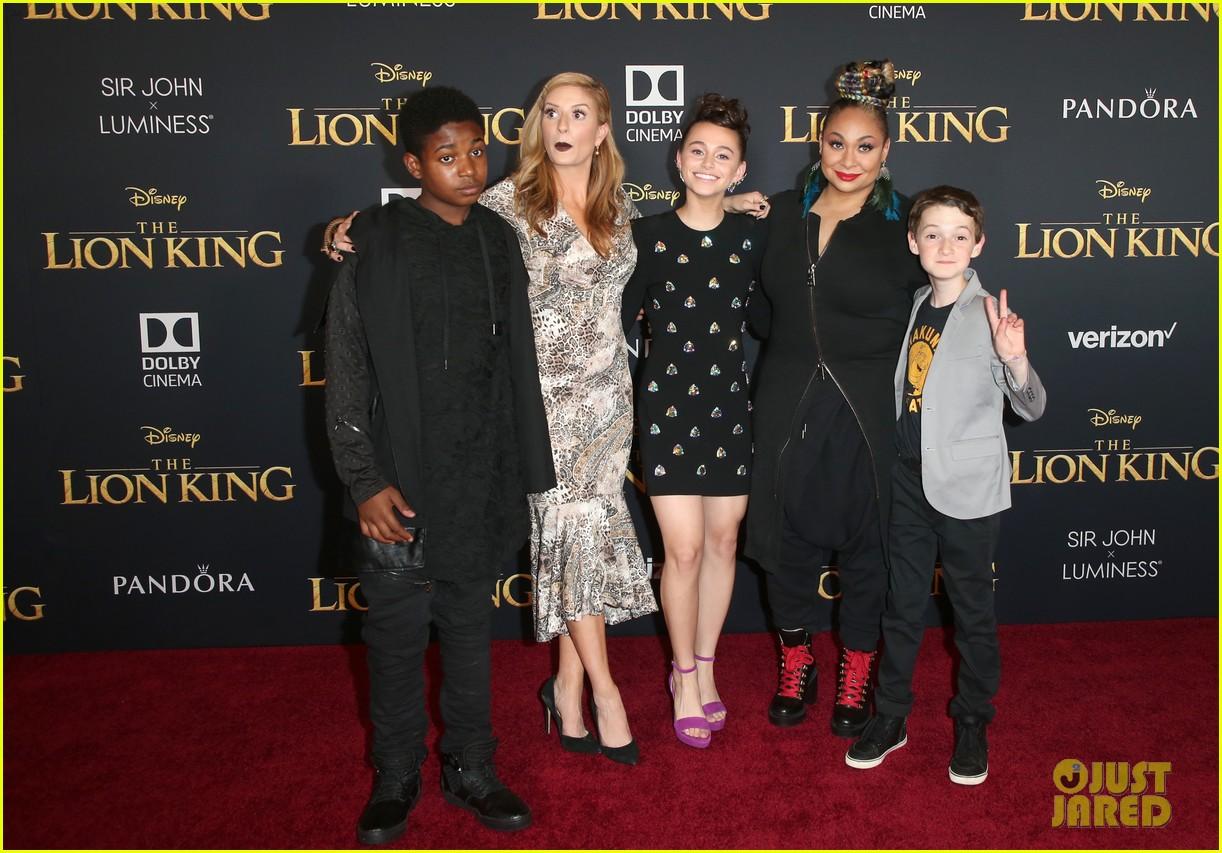 ravens home cast meet beyonce at lion king premiere 19