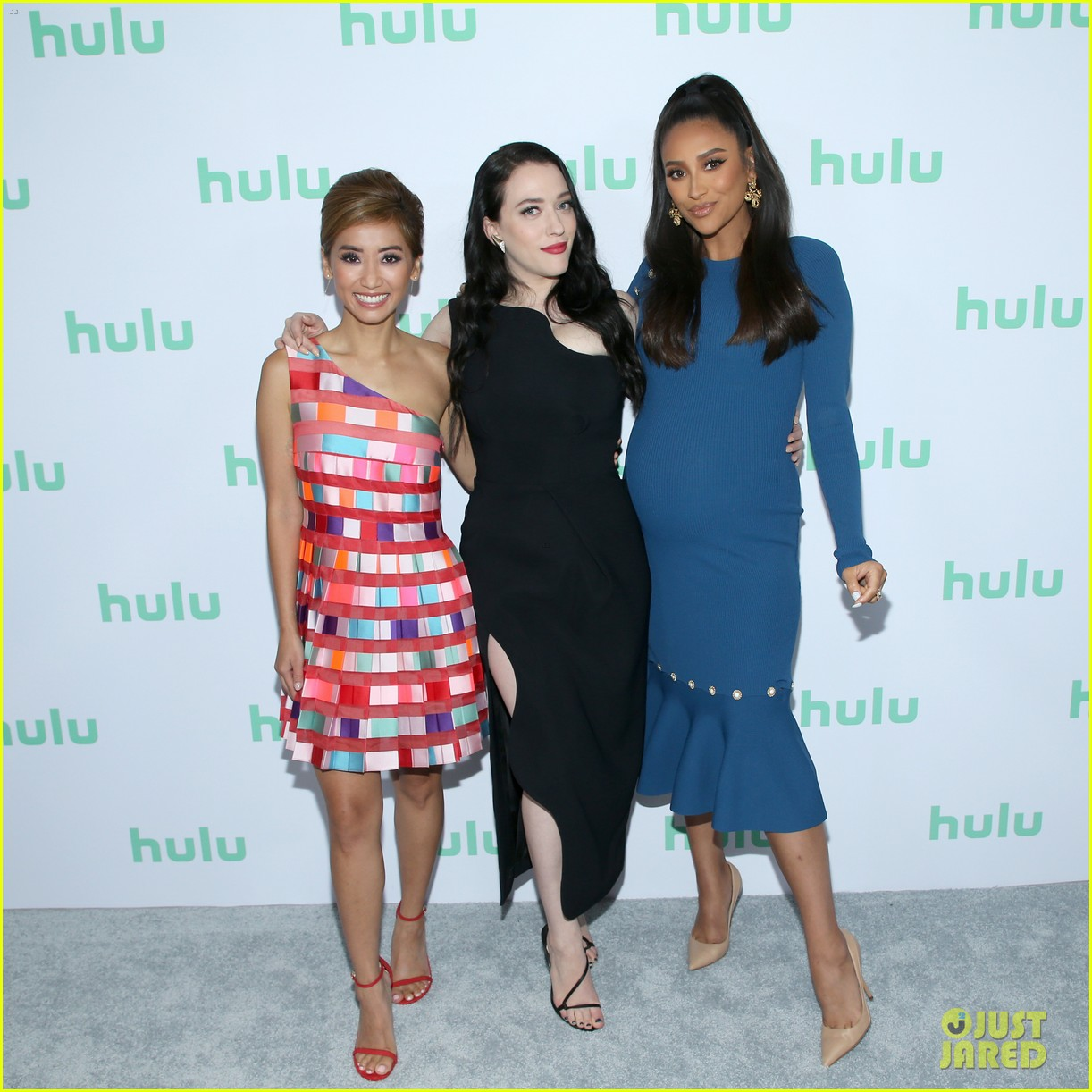 shay mitchell brenda song kat dennings dollface hulu upfronts 02