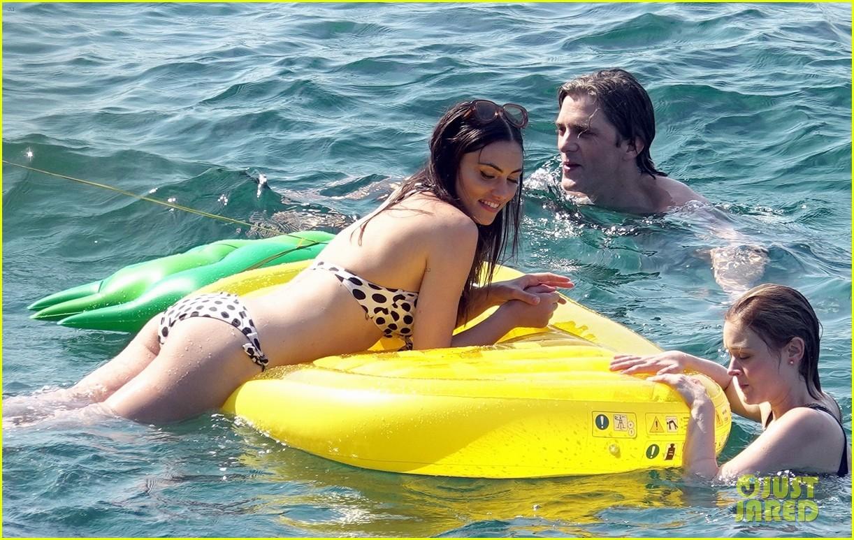 phoebe tonkin and bella heathcote bare their bikini bods in capri 03