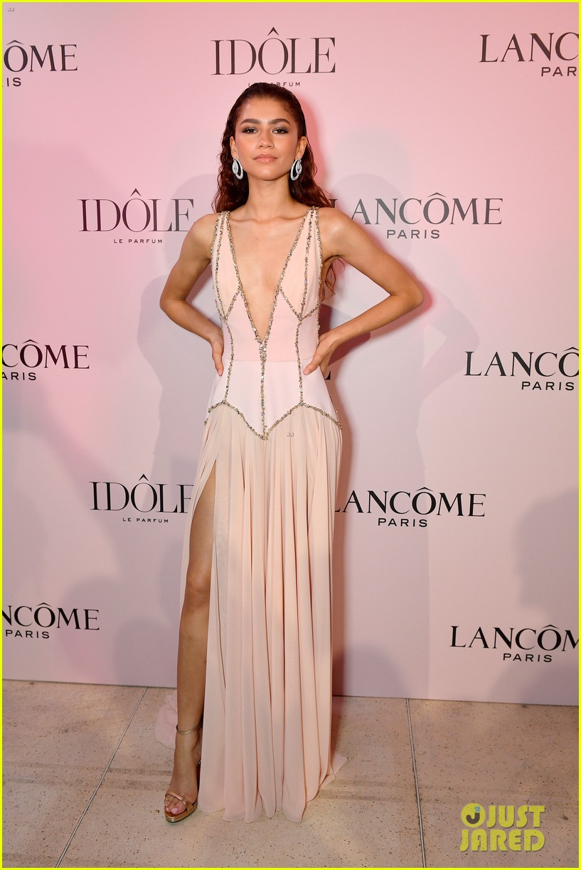 zendaya goes pretty in pink for lancome fragrance launch party 01