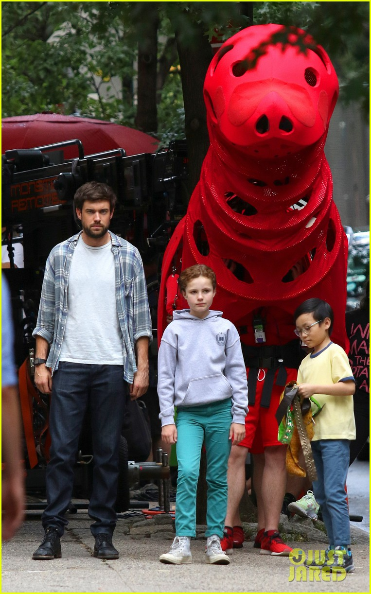 clifford the big red dog movie set photos 02