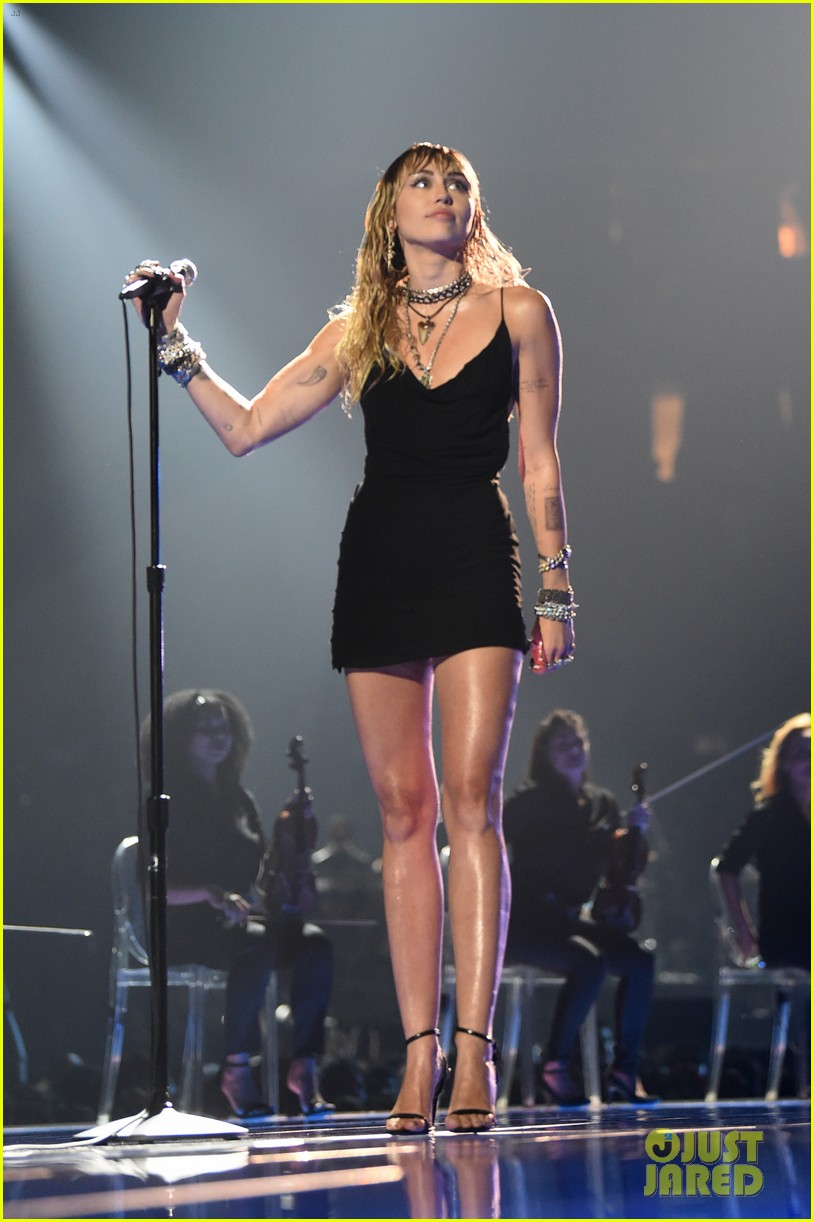 miley cyrus emotional performance slide away mtv vmas 05