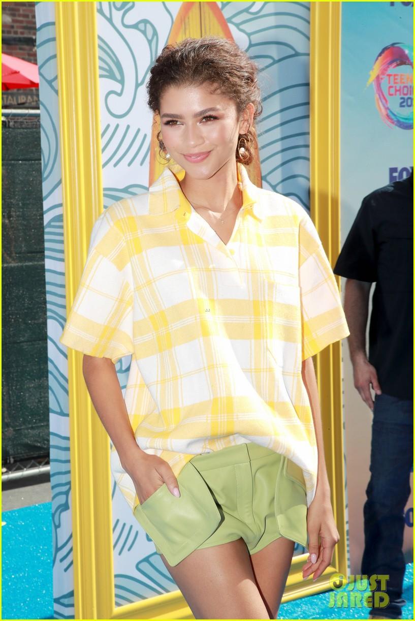 zendaya wins choice summer movie actress teen choice awards 03