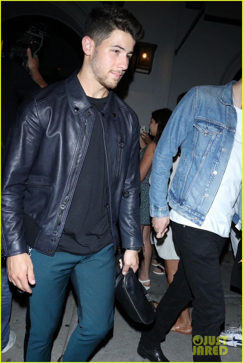 sophie turner joins the jonas brothers at craigs 28