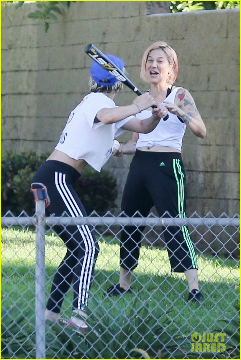 kristen stewart friends a league of their own softball in the park 18