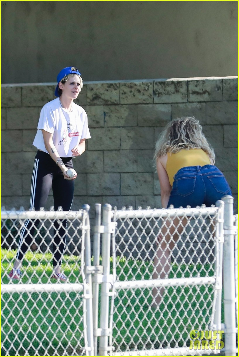 kristen stewart friends a league of their own softball in the park 45