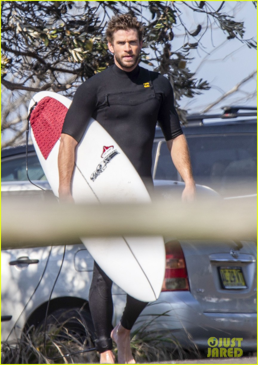 liam hemsworth surfs after miley cyrus split 03