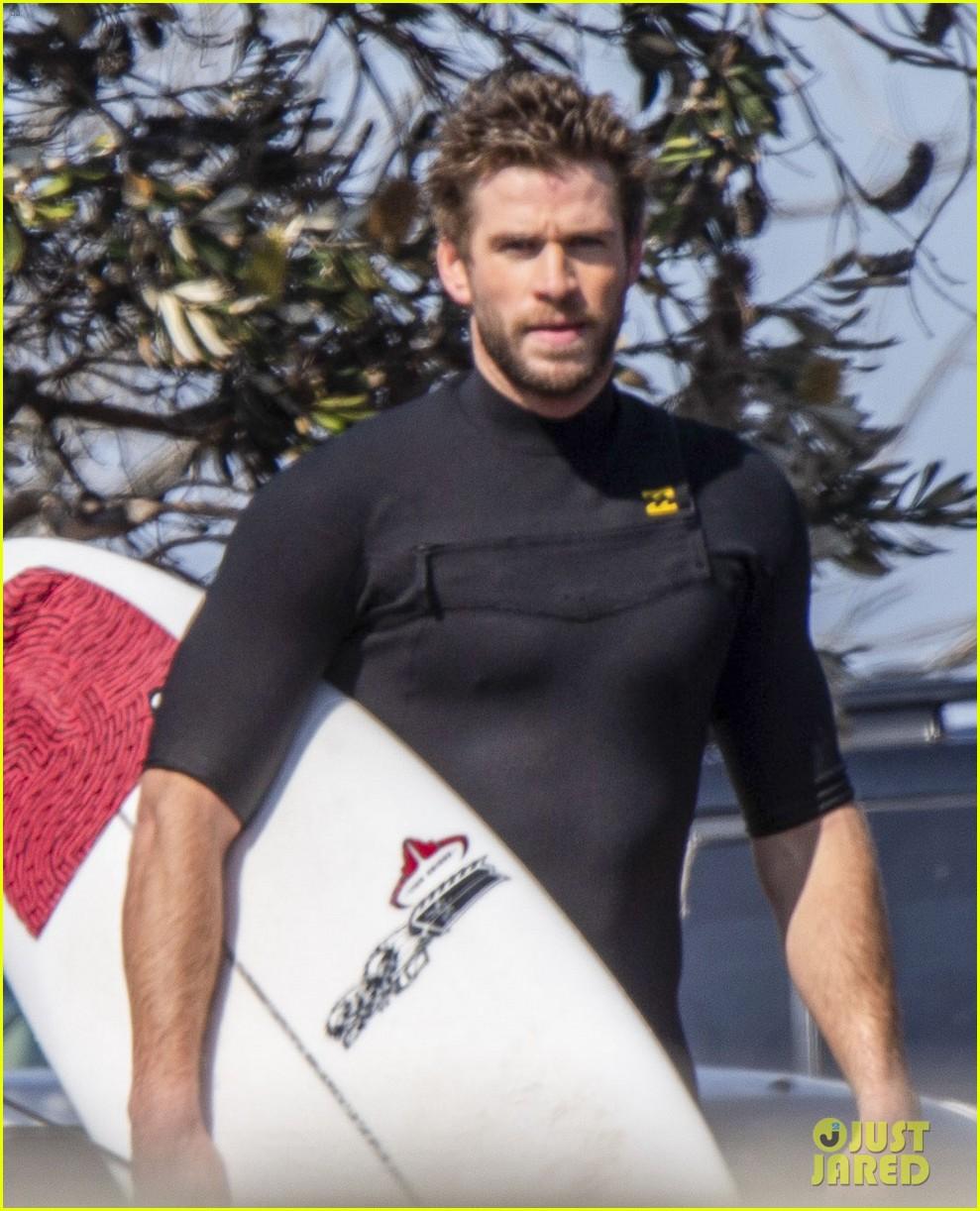 liam hemsworth surfs after miley cyrus split 04