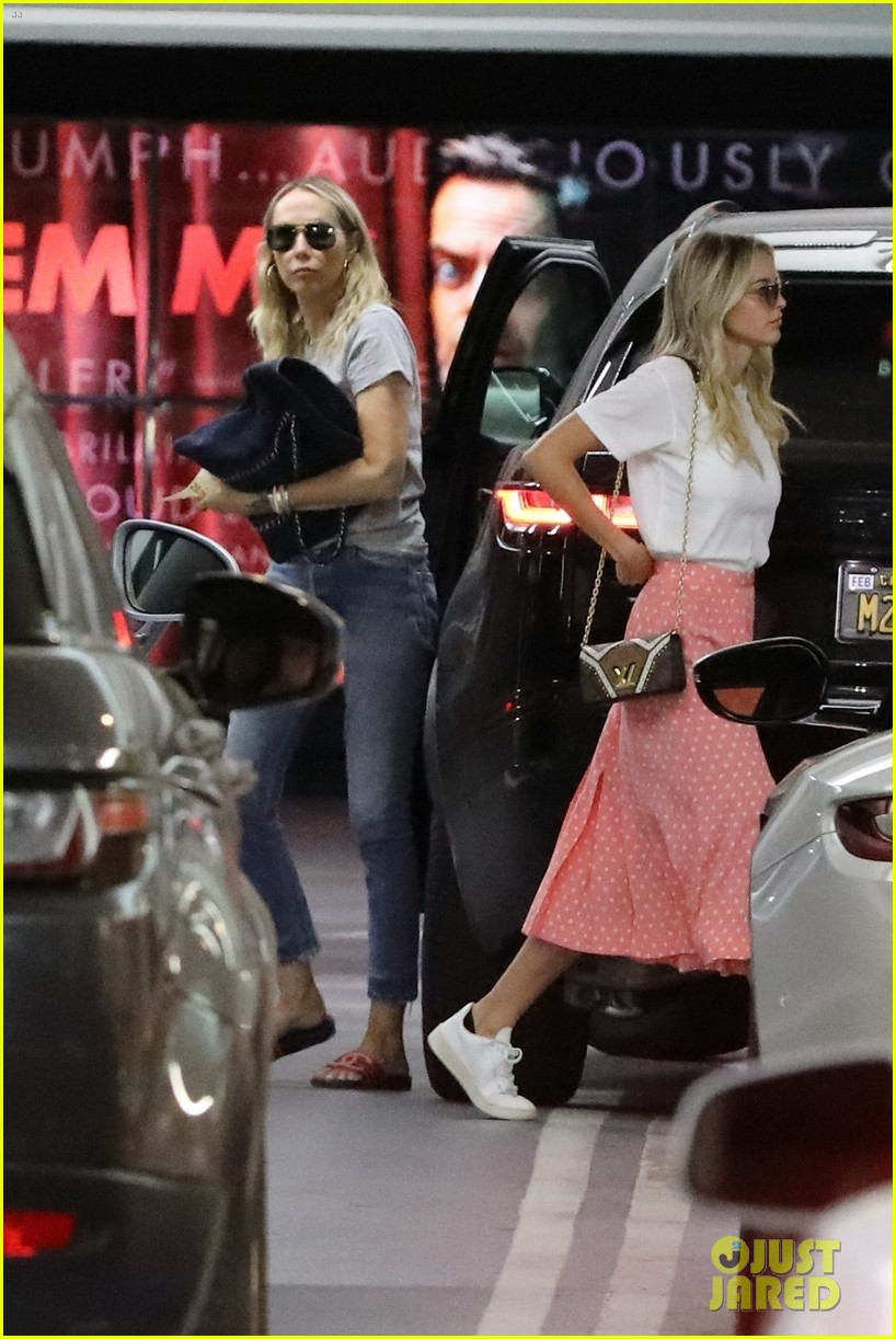 miley cyrus spends the day with kaitlynn carter her mom 04