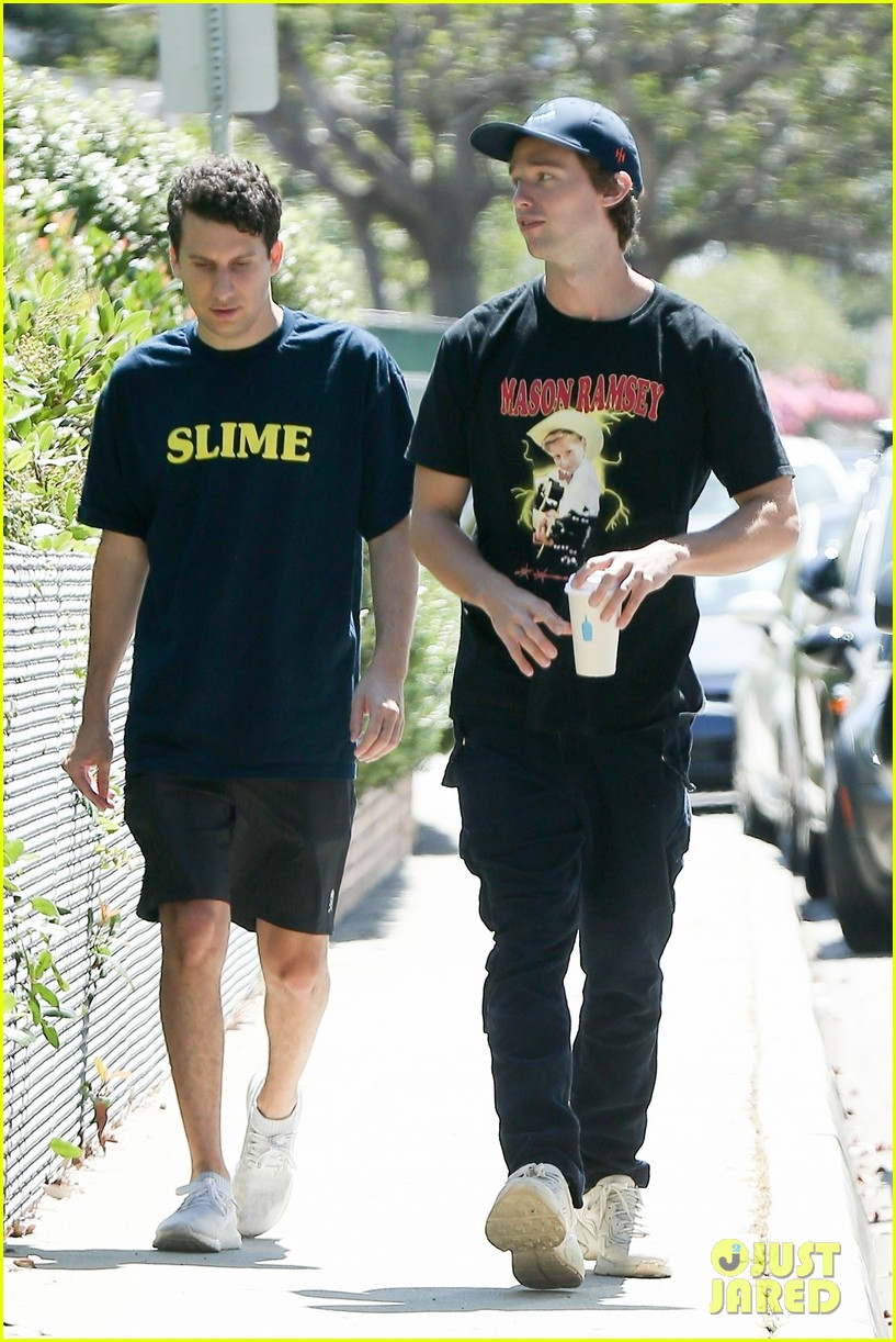 patrick schwarzenegger meets up with a friend in los angeles 03