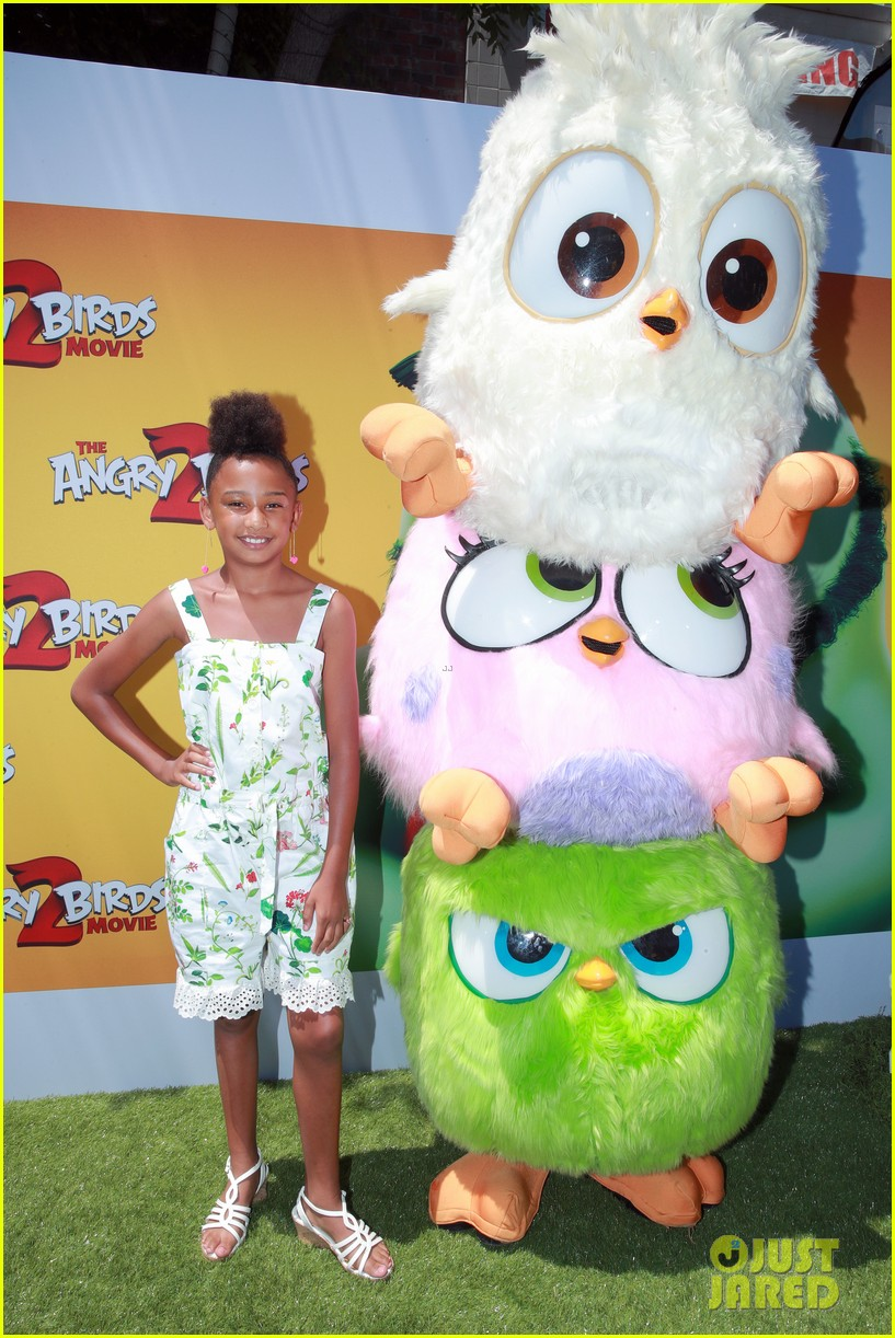 jojo siwa covered in feathers angry birds movie 2 premiere 02