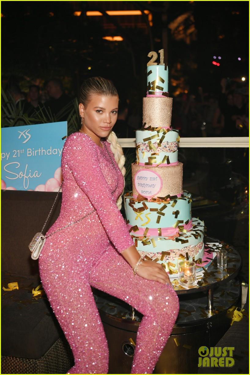 sofia richie pretty in pink for birthday celebrations in las vegas 20