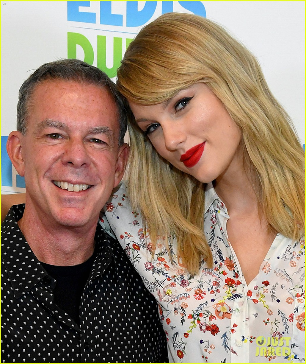 Taylor Swift Talks About Scooter Braun Feud In Elvis Duran Interview Photo 1254655 Scooter Braun Taylor Swift Pictures Just Jared Jr