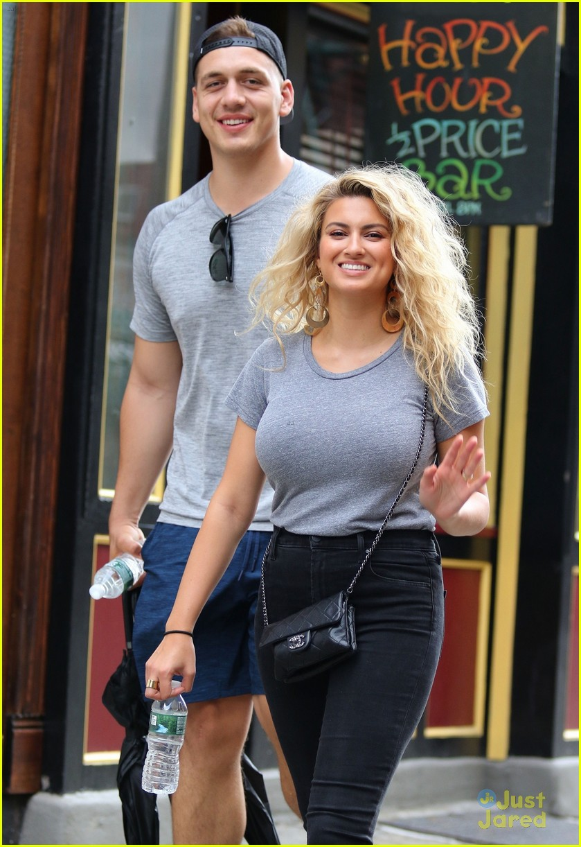 tori kelly andre murillo pizza date nyc 02