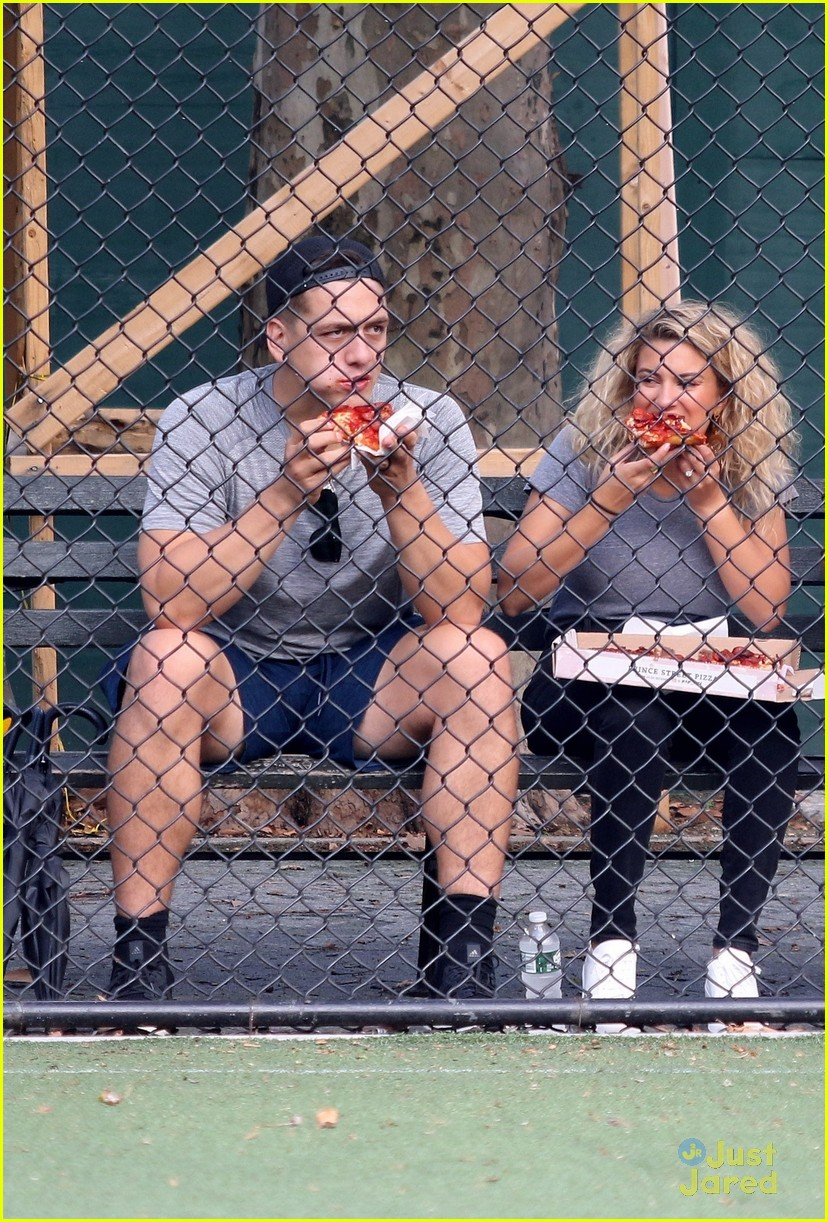 tori kelly andre murillo pizza date nyc 03