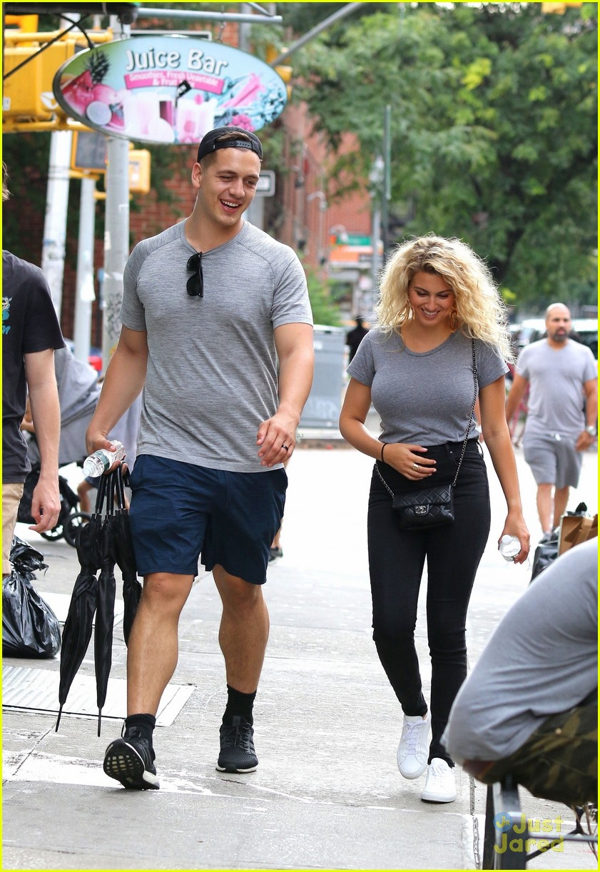 tori kelly andre murillo pizza date nyc 04