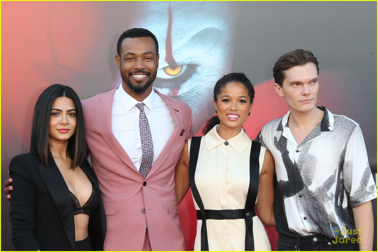 emeraude toubia luke baines alisha wainwright it movie premiere 02