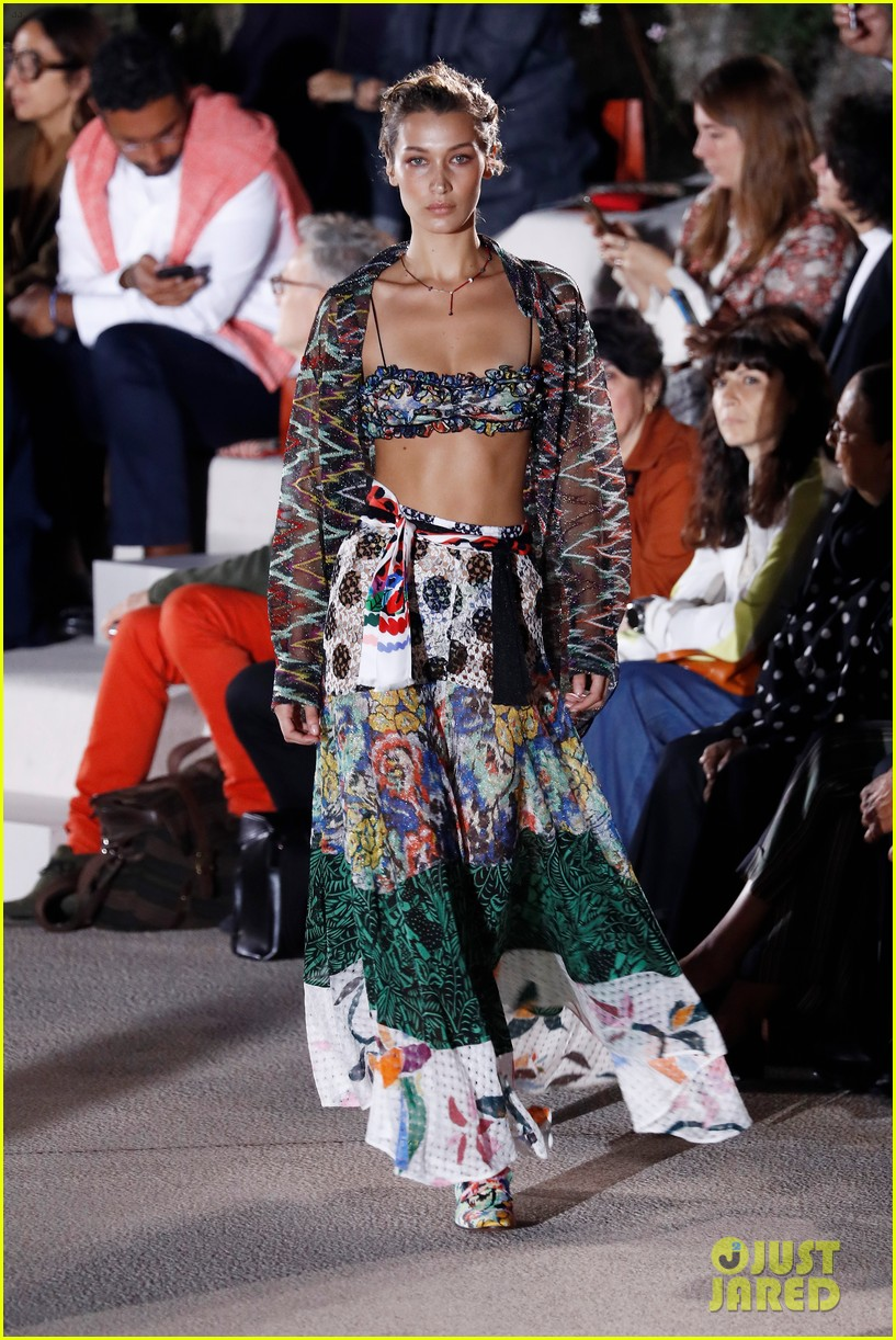 bella hadid bares her abs on missoni runway 11