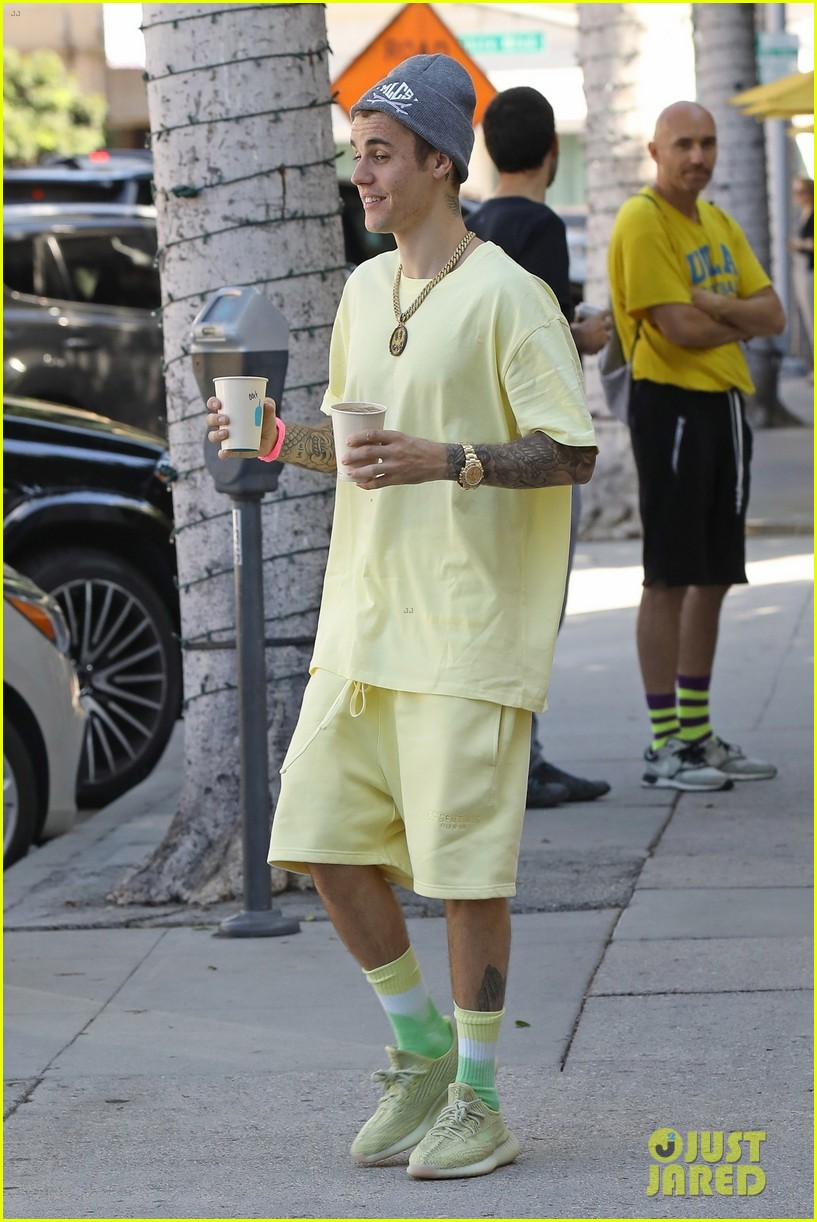 justin bieber rocks head to toe yellow coffee with hailey 01