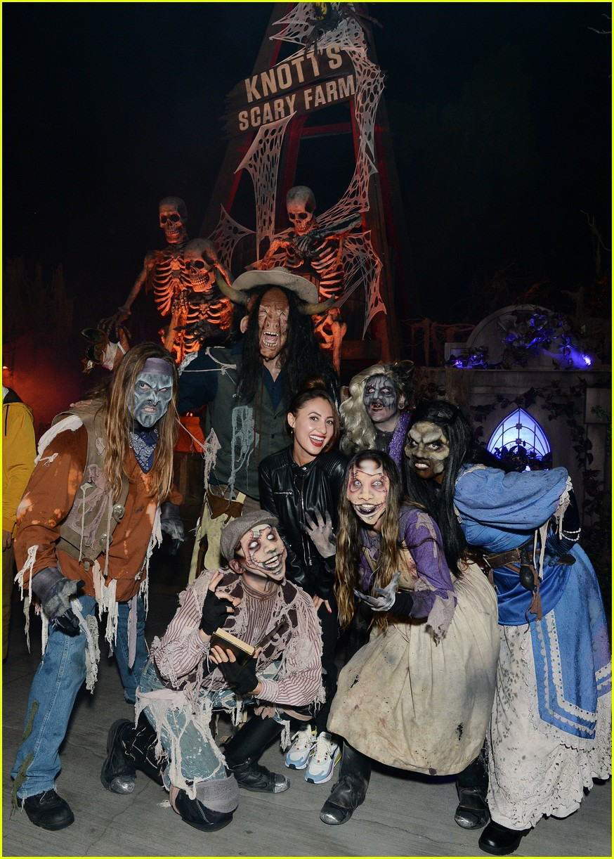 brett dier haley lu richardson check out knotts scary farm 02