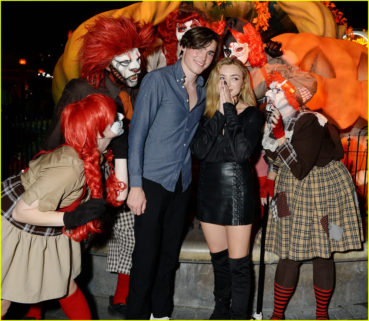brett dier haley lu richardson check out knotts scary farm 05