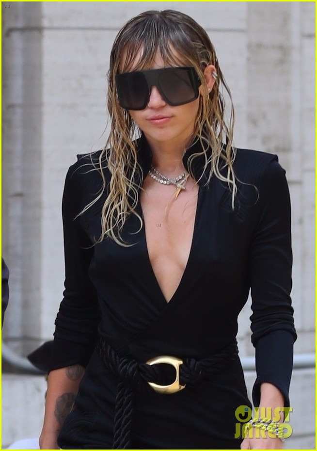 miley cyrus girlfriend kaitlynn carter couple up for dinner date 02