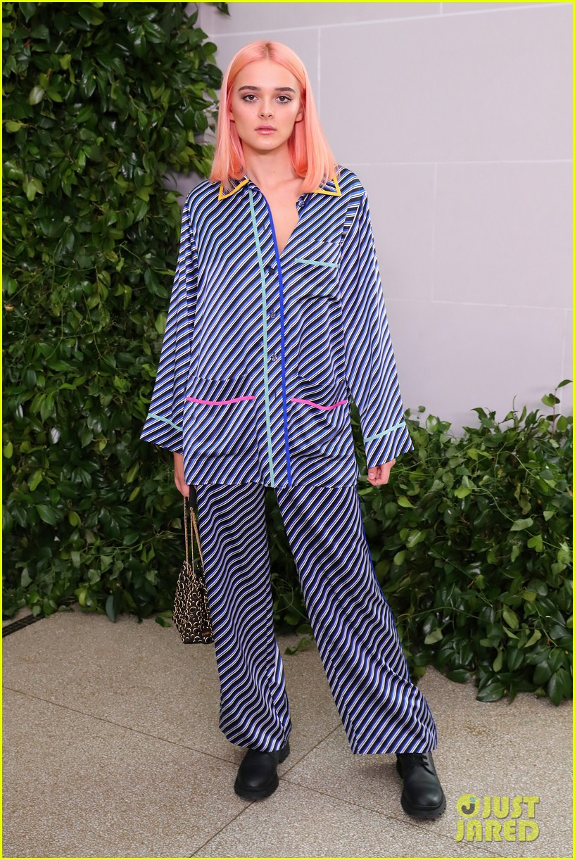 charlotte lawrence debuts pink hair at nyfw 10