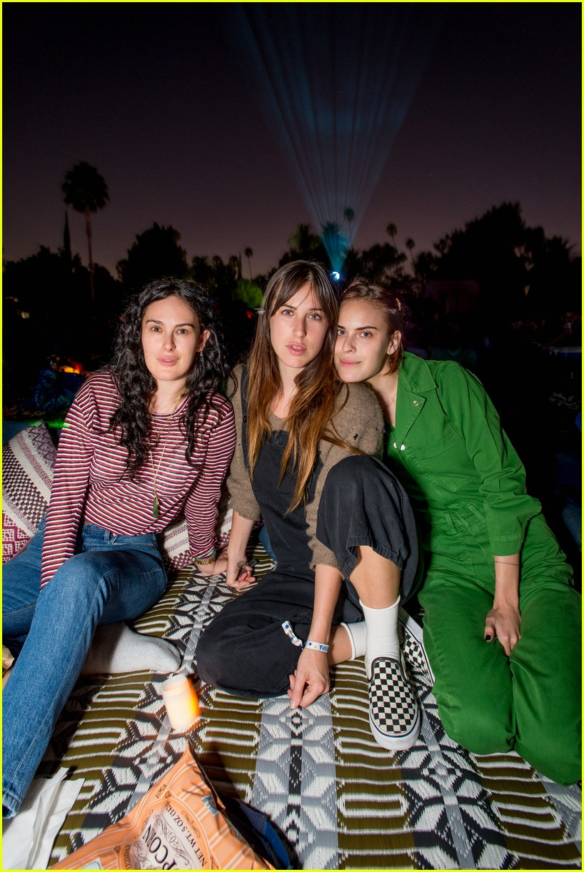 zoey deutch charles melton camila mendes cinespia 04