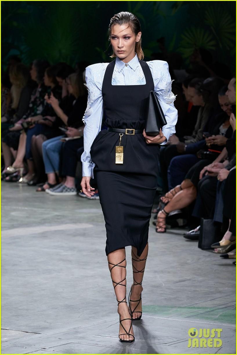 gigi bella hadid versace runway show 01