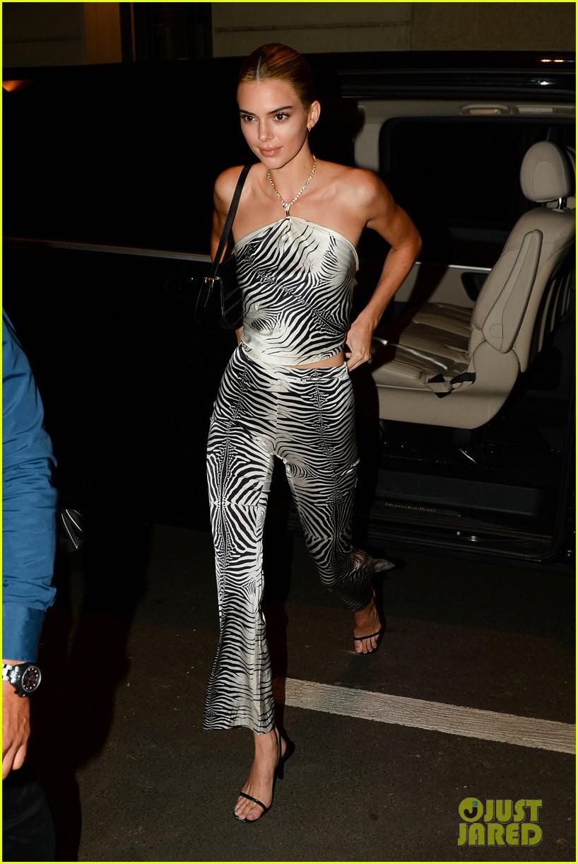 gigi bella hadid versace runway show 08
