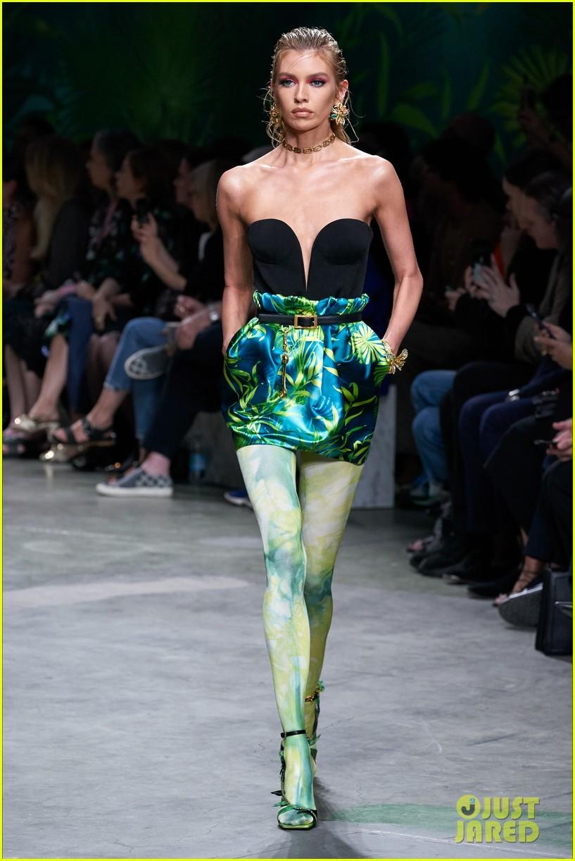 gigi bella hadid versace runway show 13