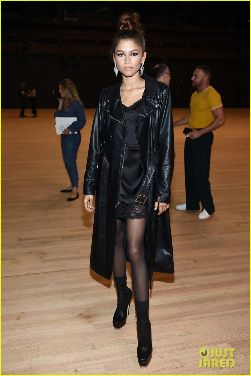 zendaya watches gigi hadid walk the runway marc jacobs nyfw show 19