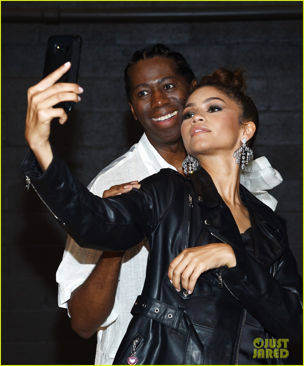 zendaya watches gigi hadid walk the runway marc jacobs nyfw show 24