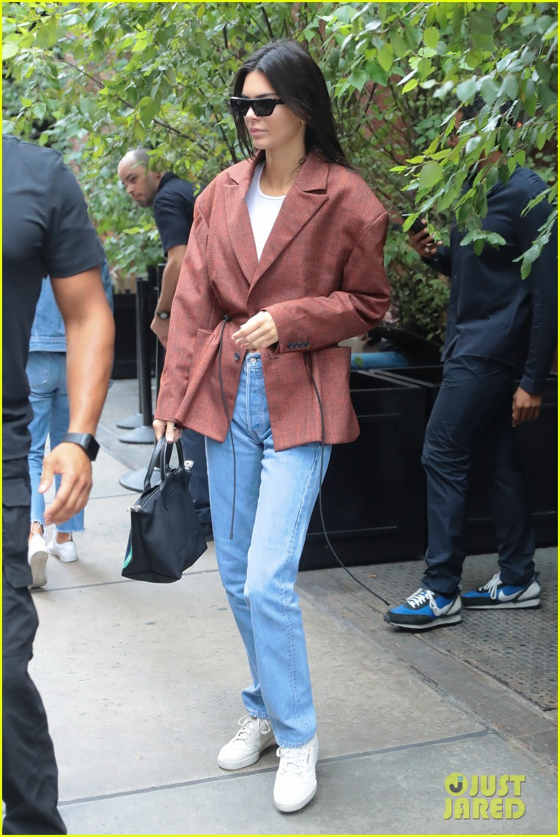 kendall jenner was so nervous to meet brad pitt kanye wests sunday service 04