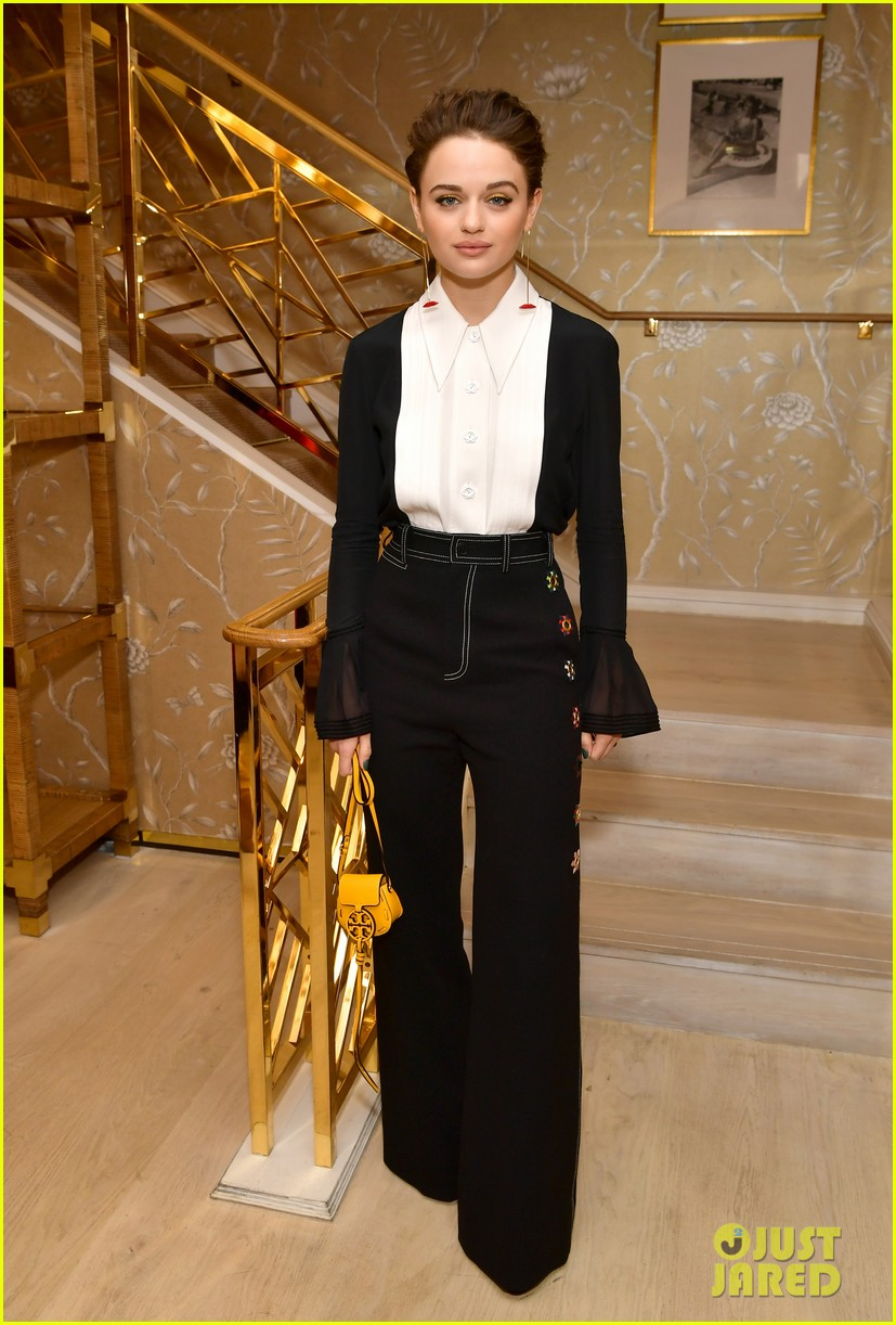 joey king mandy moore glamour tory burch event 01