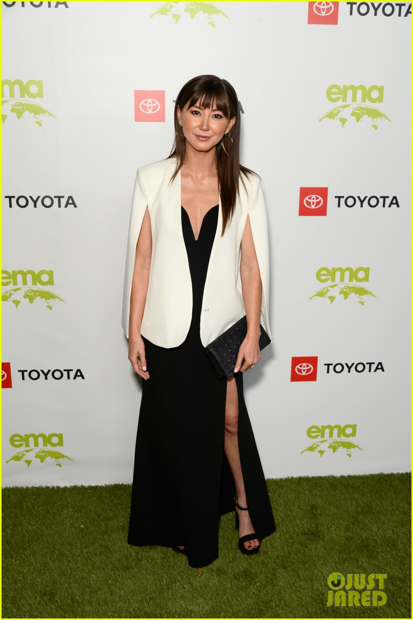 nina dobrev accepts ema futures award at environmental media association honors gala 06