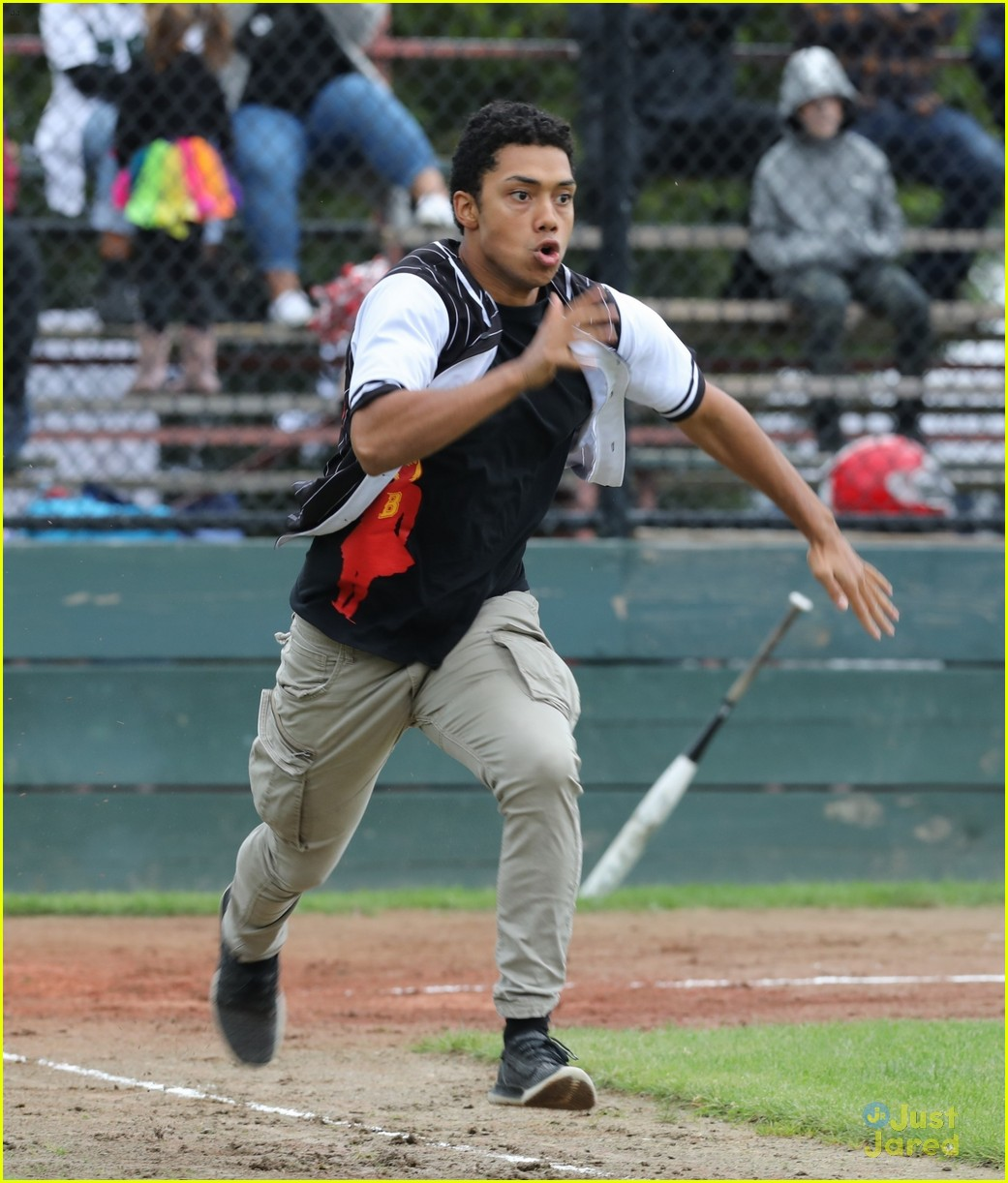 ross lynch jaz sinclair sabrina baseball game pics 04