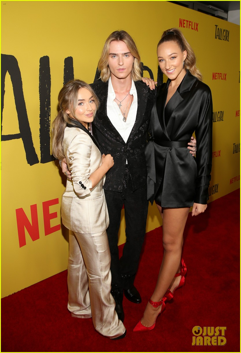ava michelle sabrina carpenter tall girl premiere 07